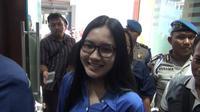Nella Kharisma diperiksa penyidik Polda Jatim (Liputan6.com/Dian Kurniawan)