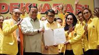 Dodi Reza Alex Noerdin-Giri Ramandha Kiemas menerima surat dukungan dari Partai Berkarya (dok.istimewa / Nefri Inge)