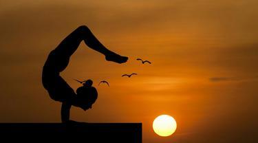 10 headstand berguna untuk melatih  yoga poses