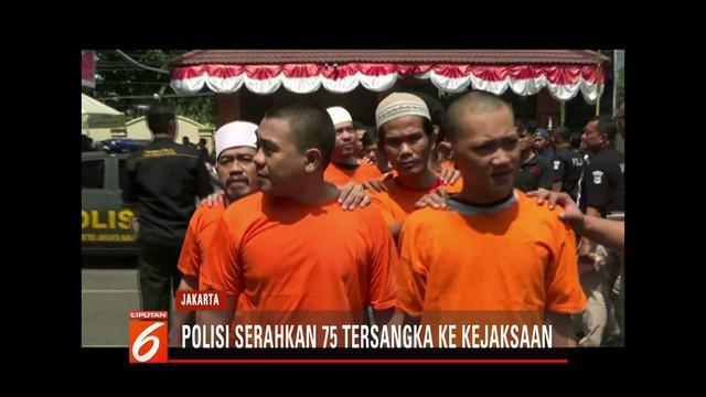Polisi serahkan 75 tersangka kerusuhan 21-22 Mei ke Kejakasaan Negeri Jakarta Barat.