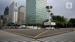 Menara Jam Thamrin terlihat di Jakarta, Sabtu (29/5/2021). Relokasi benda cagar budaya itu merupakan imbas pembangunan Stasiun MRT Thamrin. (Liputna6.com/Faizal Fanani)