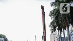 Pekerja membuat kerangka beton untuk pembangunan terowongan (underpass) Senen Extension di Pasar Senen, Jakarta, Sabtu (20/12/2019). Underpass yang pembangunan fisiknya ditarget selesai pada 2020 tersebut diharapkan dapat mengurangi kemacetan lalu lintas setempat. (Liputan6.com/Faizal Fanani)