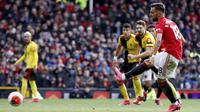 Pemain Manchester United Bruno Fernandes mencetak gol ke gawang Watford pada pertandingan Liga Inggris di Old Trafford, Manchester, Inggris, Minggu (23/2/2020). Manchester United menang 3-0. (Martin Rickett/PA via AP)