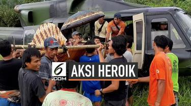 Aksi heroik dilakukan oleh prajurit Satgas Tindak dan Tim Penerbad TNI dalam mengevakuasi seorang Ibu yang hendak melahirkan.