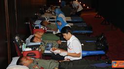 Citizen6, Cilangkap: Mabes TNI menggelar Donor Darah dalam rangka menyambut HUT ke-67 Tentara Nasional Indonesia (TNI) tahun 2012, di Aula Gatot Subroto, Mabes TNI Cilangkap, Senin (24/9). (Pengirim: Badarudin Bakri)