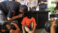 Pencabul pinjang ditembak polisi karena melarikan anak sekolah dasar di Pekanbaru. (Liputan6.com/M Syukur)