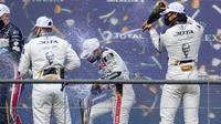 Sean Gelael melakukan selebrasi di podium ketiga finis ketiga seri perdana WEC di Sirkuit Spa Franchorchams, Belgia. (Dokumentasi Jagonya Ayam KFC Indonesia)