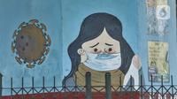 Mural bertema protokol kesehatan Covid-19 menghiasi tiang pancang jalan tol di Jalan Ahmad Yani, Jakarta, Minggu (13/12/2020). Warna-warni mural ini dibuat oleh seniman dari berbagai daerah. (merdeka.com/Iqbal S. Nugroho)