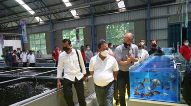 Menteri Kelautan dan Perikanan (KKP), Sakti Wahyu Trenggono, meresmikan Pusai Koi dan Maskoki Nusantara di Raiser Ikan Hias Cibinong, Kabupaten Bogor, Minggu (7/3/2021). (Foto: Dok. KKP)