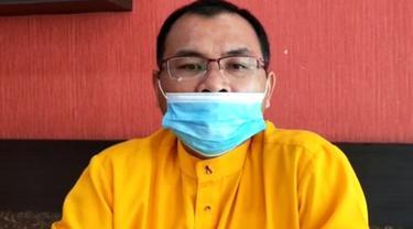 Rektor Universitas Lancang Kuning Pekanbaru Dr Junaidi memberi keterangan terkait video viral pembuangan skripsi dari perpustakaan.