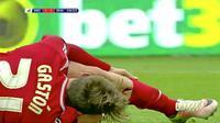Gaston Ramirez gelandang serang Middlesbrough asal Uruguay menderita cedera parah karena kakinya dilanggar pemain Brighton Hove and Albion.