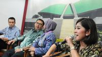 Meutya Hafid (kanan) saat jumpa pers di Senayan, Jakarta, Selasa (9/12/2014). Terkait Petisi Online yang akan digulirkan DPR (Liputan6.com/Andrian M Tunay)