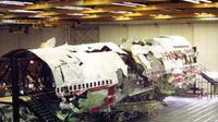 Pesawat Trans World Airlines Penerbangan 800 (TWA 800) meledak dan jatuh ke Samudra Atlantik di dekat East Moriches, New York, pada 17 Juli 1996 (Wikipedia/Public Domain)