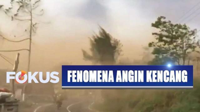 Fenomena angin kencang atau puting beliung merupakan hal lazim yang terjadi saat peralihan musim kemarau ke musim hujan.