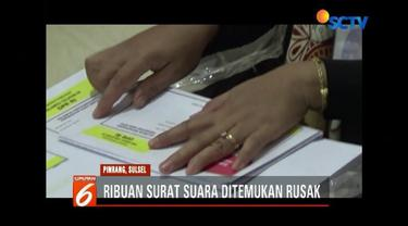 Ribuan surat suara ditemukan rusak saat proses penyortiran dan pelipatan surat  suara, di Kantor KPUD Kabupaten Pinrang, Sulawesi Selatan.