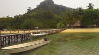Pulau Cubadak yang berlokasi di kawasan wisata Mandeh menawarkan berbagai aktivitas wisata bahari yang seru bagi wisatawan.