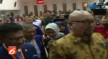 Partai Nasional Demokrat menjadi partai yang pertama yang mendaftarkan calon anggota DPR ke kantor Komisi Pemilihan Umum (KPU) Jakarta.