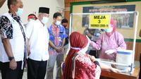 Simulasi pendistribusian vaksin Covid-19 di Kabupaten Kebumen, Rabu (13/1/2021). TNI-POLRI mengawal proses pengiriman hingg ke tempat penyimpanan di Puskesmas. (Foto: Liputan6.com/Polres Kebumen)