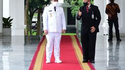 Wakil Gubernur DKI Jakarta Ahmad Riza Patria tiba jelang pelantikan di Istana Negara, Jakarta, Rabu (15/4/2020). Politisi Partai Gerindra mengisi kursi Wagub DKI yang kosong hampir dua tahun sejak ditinggal Sandiaga Uno. (Biro Pers Kepresidenan)