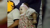 Sara Novic bertemu dengan pria yang memesankan kursi untuk boneka dalam penerbangan dari Brooklyn ke Cincinnati (Twitter/NovicSara)