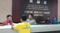 Suasana pembayaran pajak di Samsat Jayapura. (Liputan6.com/Katharina Janur/kabarpapua.co)