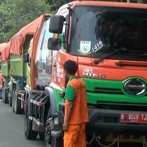 Kisruh sampah Bantar Gebang masih berlanjut. Gubernur Jakarta, Anies Baswedan, mengaku telah membayar kompensasi, namun hal tersebut disangkal pihak Pemkot Bekasi.