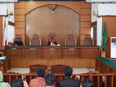 Suasana sidang perdana praperadilan mantan Ketum PPP Romahurmuziy alias Rommy di Pengadilan Negeri Jakarta Selatan, Senin (22/4). Sidang ditunda selama dua pekan karena KPK, selaku tergugat, mengaku masih mengumpulkan bukti-bukti. (Liputan6.com/Immanuel Antonius)
