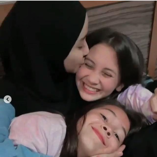 6 Momen Temu Kangen Sandrinna Michelle dan Laudya Cynthia Bella, Lepas Rindu