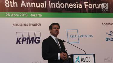 Managing Director dan Chief Economist, DBS Group Research Taimur Baig memberikan keynote speech dalam forum Asian Venture Capital Journal (AVCJ) di Jakarta, Kamis (25/4). AVCJ ke-8 ini mengumpulkan para pemimpin investasi dari seluruh Asia bertemu selama sehari. (Liputan6.com/Angga Yuniar)