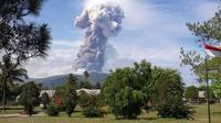 Gunung Soputan yang terletak di Kabupaten Minahasa Tenggara, Sulawesi Utara meletus pagi ini pukul 08.47 Wita. (Dok BNPB)