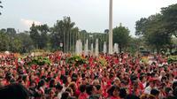 Simpatisan Ahok Ramaikan Balai Kota Nyanyikan Indonesia Raya. (Liputan6.com/Nanda Perdana Putra)