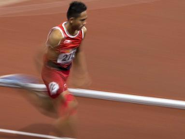 Ferry Pradana meraih medali perak di cabang para atletik nomor lari 400 meter putra klasifikasi T45/46/47 pada Asian Para Games 2018, di Stadion Utama Gelora Bung Karno Jakarta, Kamis(11/10/2018).  (Bola.com/Peksi Cahyo)