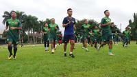 PS TNI mulai latihan menyambut musim 2018 di Lapangan Pusdikzi, Kota Bogor, Senin (18/12/2017). (Bola.com/Permana Kusumadijaya)