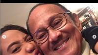 BJ Habibie bersama sang cucu, Farrah Azizah Habibie (Foto: Instagram/@farrahhab)