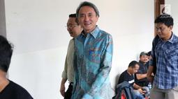 Terdakwa suap kepada mantan panitera PN Jakarta Pusat, Edy Nasution bersiap menjalani sidang pembacaan putusan di Pengadilan Tipikor, Jakarta, Rabu (6/3). Eddy dijatuhi hukuman 4 tahun penjara dan denda Rp200 juta. (Liputan6.com/Helmi Fithriansyah)