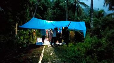Korban gempa di Mamuju, Sulbar mengungsi ke pegunungan. (Foto: Liputan6.com/abdul Rajab Umar)