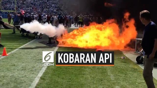 Sebuah ledakan api muncul di pinggir lapangan tempat diselenggarakannya pertandingan NFL. Api langsung dipadamkan petugas, sehingga tidak ada korban jiwa.