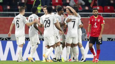 Bomber asal Polandia, Robert Lewandowski, sukses membawa Bayern Munchen memastikan diri tampil di final Piala Dunia Antarklub 2020. (AP Photo/Hussein Sayed)