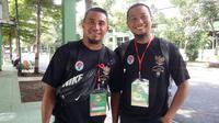 Dua mantan pemain Persib Bandung, Firman Utina dan Muhammad Ridwan. (Bola.com/Erwin Snaz)