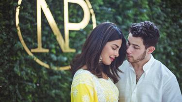 [Bintang] Nick Jonas - Priyanka Chopra