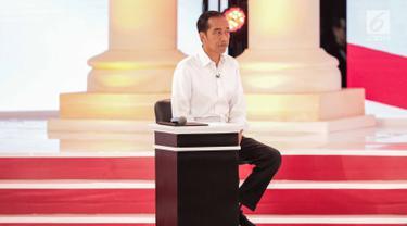 Peluk Hangat Jokowi dan Prabowo Awali Debat Kedua Capres