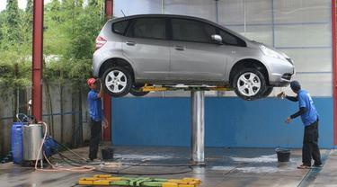 Cuci mobil.