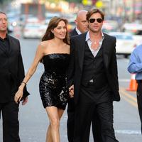 Perseteruan Angelina Jolie dan Brad Pitt belum berakhir. Keduanya bersaing soal hak asuh keenam anaknya. Kini dikabarkan Pax dan Shiloh lebih pilih tinggal dengan Brad Pitt ketimbang dengan Jolie. (AFP/Bintang.com)
