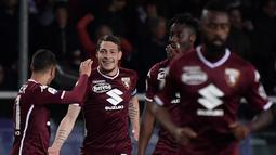 Selebrasi gol pemain Torino pada laga lanjutan Serie A yang berlangsung di Stadion Turin, Torino, Senin (30/4). AC Milan kalah 0-2 kontra Torino. (AFP/Marco Bertorello)