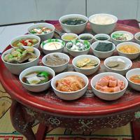 Mengantarkan pesanan makanan di Korea ternyata masih ada yang melakukannya dengan cara super ekstrem!