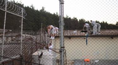 Sejumlah tahanan mencoba kabur dari penjara di Guatemala. (AFP)