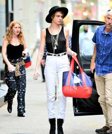 Cara Delevingne White Jeans Inspiration - Photo: vogue