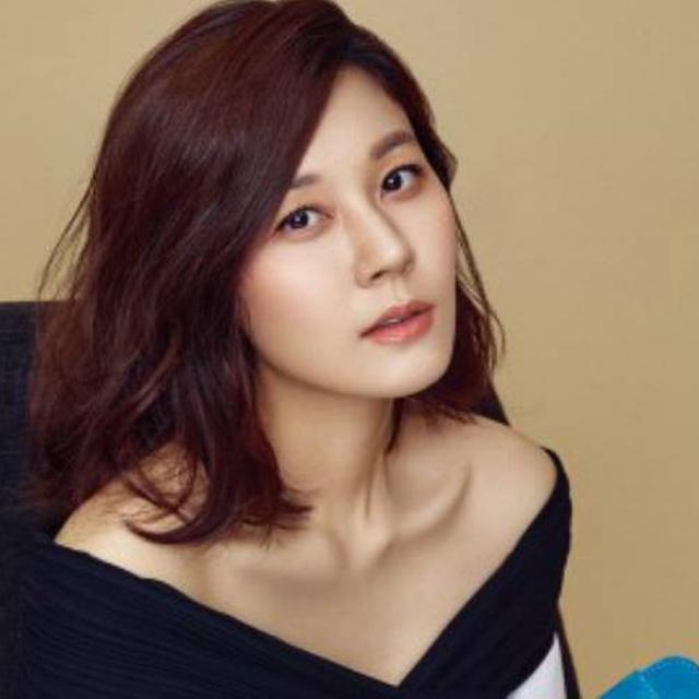 Usia 40 Tahun, Kim Ha Neul Lahirkan Anak Pertamanya - News & Entertainment  Fimela.com