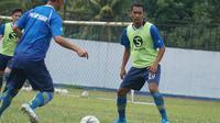Beni Oktovoanto mengikuti sesi latihan perdana bersama Persib Bandung. (Liputan6.com/Huyogo Simbolon)