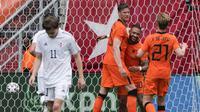Pada pertandingan uji coba menjelang Euro 2020 (Euro 2021), Skuat Frank de Boer tersebut menurunkan formasi baru 5-3-2 seperti kala bermain imbang dengan Skotlandia. Tetapi kali ini Skuat De Oranje mampu merebut kemenangan dengan skema tersebut. (Foto: AP/Peter Dejong)